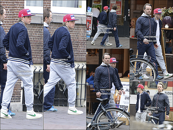 02/05/13 - Nialler et ses jolie basket blanche  Nike  a t vu dans les rues de Amsterdam ! 